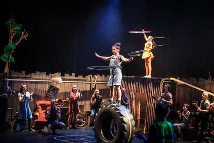 Touring-show-of-Flying-Fruit-Circus-JUNK-Arts-On-Tour-2018_-Image-by-OGA-Creative-Agency-440x293-1